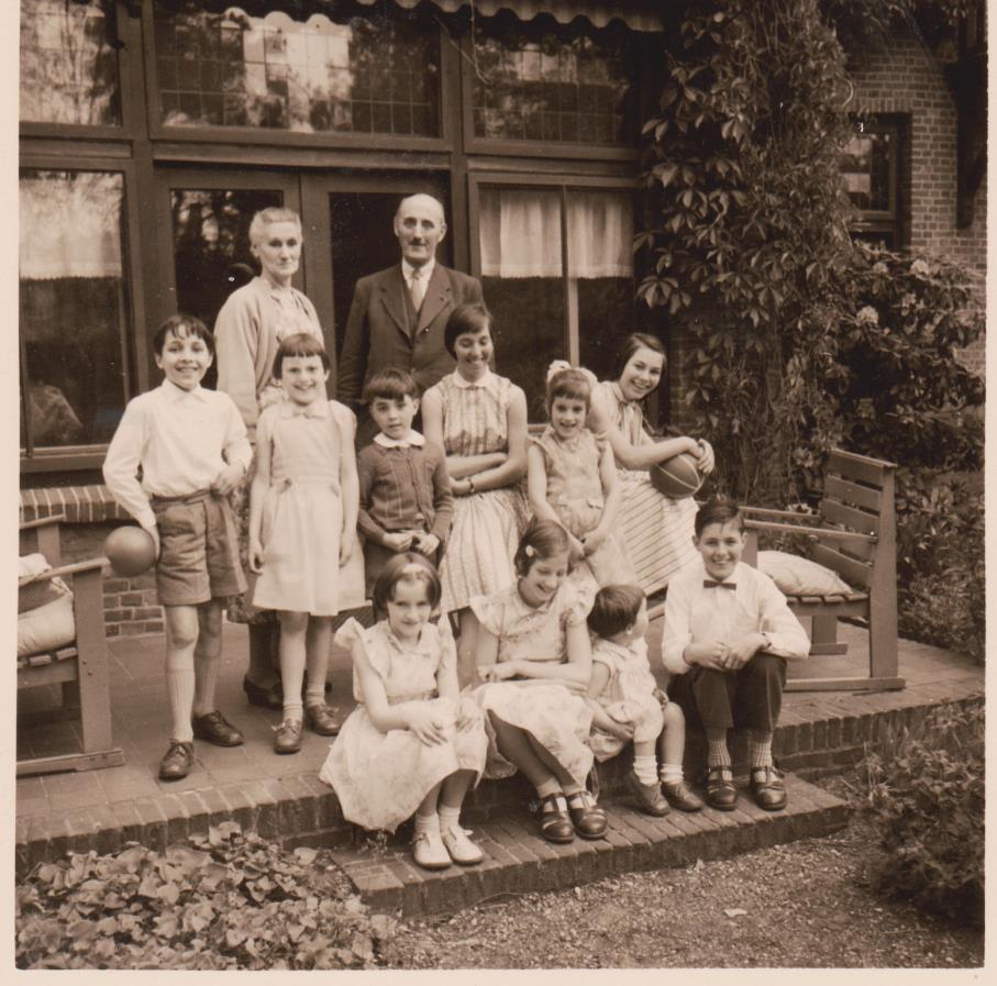 Groepsfoto Jane en Juul met kleinkinderen