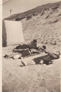 'Gymnastische oefeningen'op het strand van Vlie.