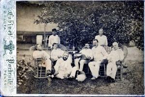 Frans Jan, tweede van rechts, met collega's in Deli.